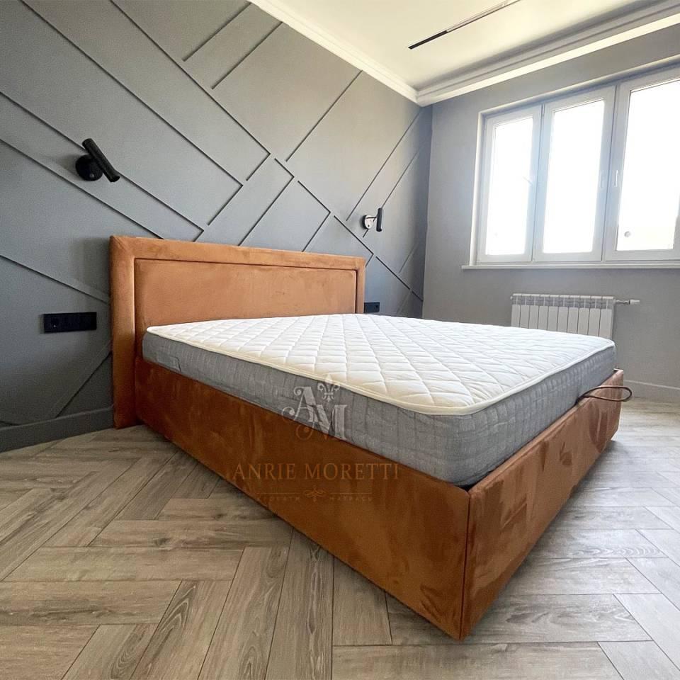 Кровать с рамкой